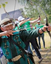 Третий день фестиваля «Берҙәмлек»: стрельба из лука, бой в мешках, башкирские национальные блюда